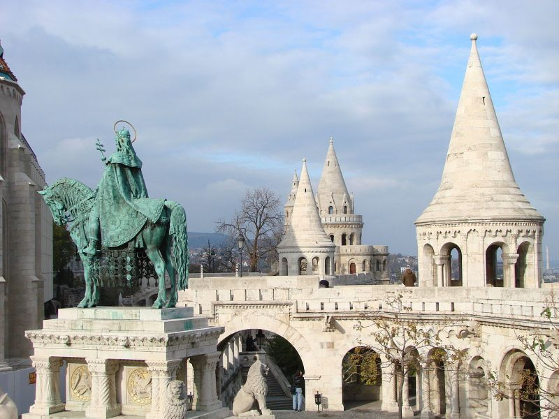 1280px-Battlements_and_Turrets_-_Castle_Hill_-_Buda_Side_-_Budapest_-_Hungary